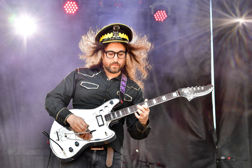 Sean Lennon performs during 2019 Sweetwater 420 Festival at Centennial Olympic Park on April 21, 2019, in Atlanta, Georgia. | Source: Getty Images.