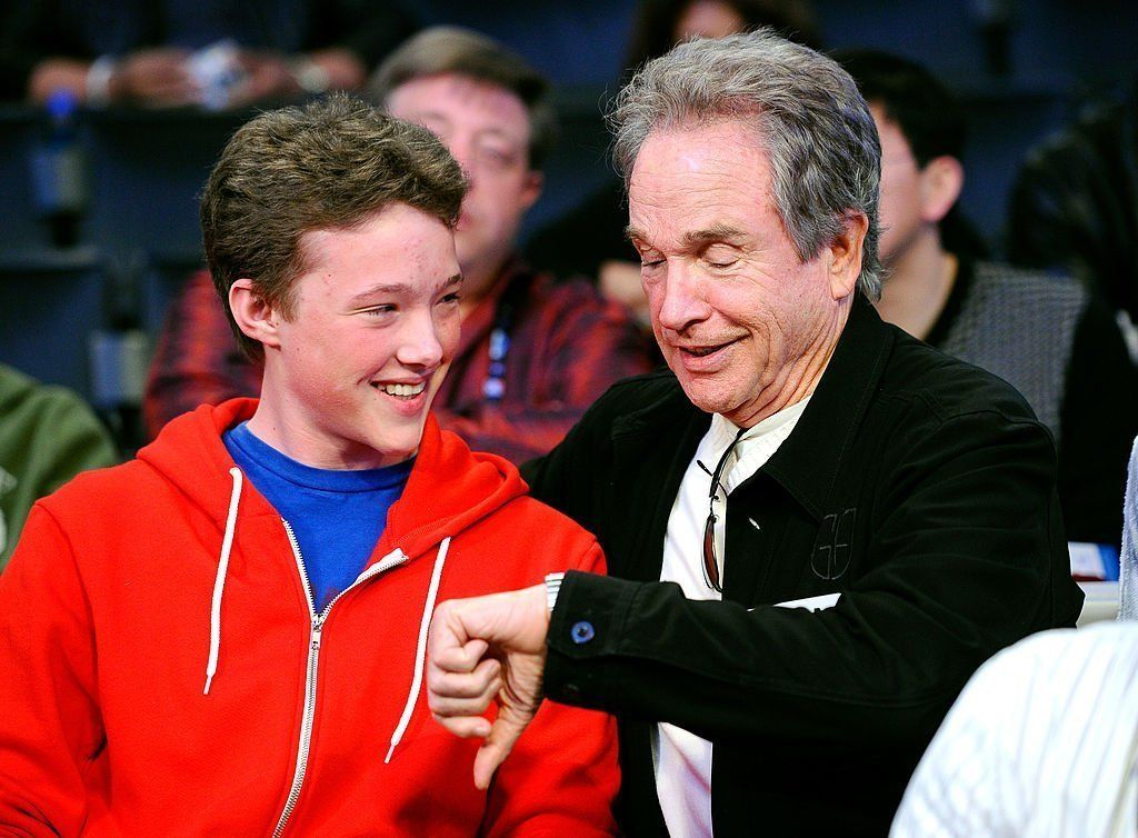 Actor Warren Beatty (R) and his son Benjamin talk during the 2011 NBA All-Star game at Staples Center on February 20, 2011 in Los Angeles, California | Photo: Getty Images