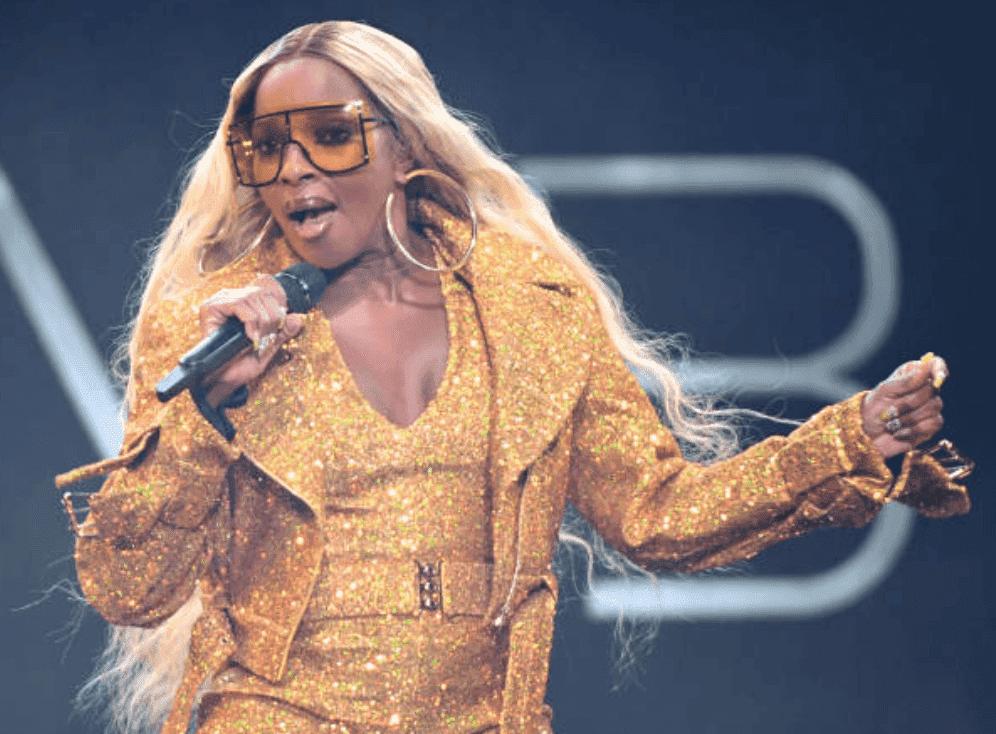 Mary J. Blige izgleda nevjerojatno u plutajućoj svjetlucavoj haljini dok pleše 2020. (video)