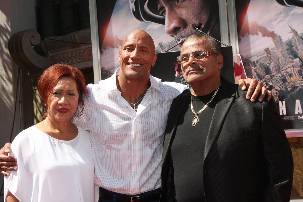 Dwayne Johnson opowiada o śmierci taty Rocky z Oprah Winfrey w 2020 Wellness Tour i mówi, że nie czuje bólu